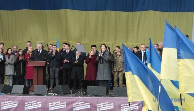 Порошенко: Кандидати, які мовчать про НАТО, готові