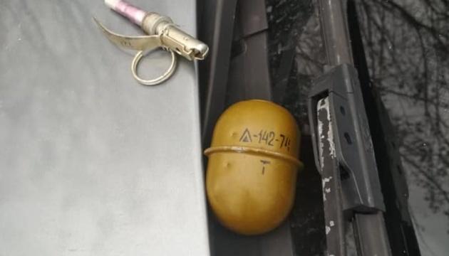 На Дніпропетровщині водій кинув у поліцейських гранату