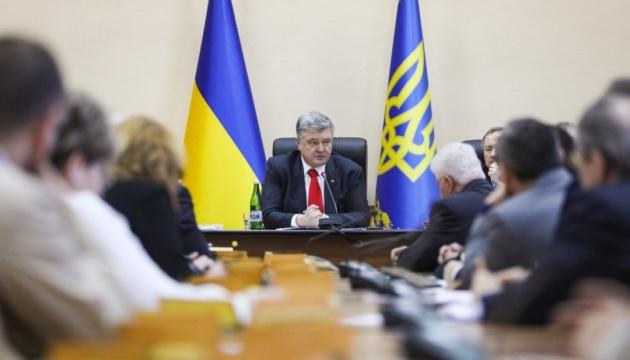 Poroschenko: 2955 ukrainische Soldaten im Krieg gefallen