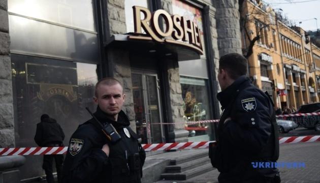 Полиция задержала мужчину, который бросил в магазин Roshen
