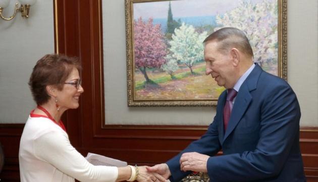 Кучма обговорив з Йованович виборчу кампанію та війну на Донбасі