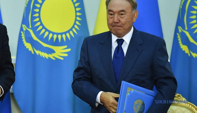 Назарбаєв доручив з'ясувати причини масових сутичок у Казахстані