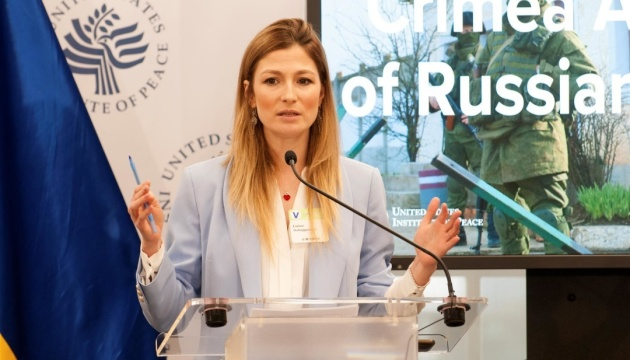 Dzhaparova insta al mundo a ayudar a liberar a los periodistas civiles en Crimea