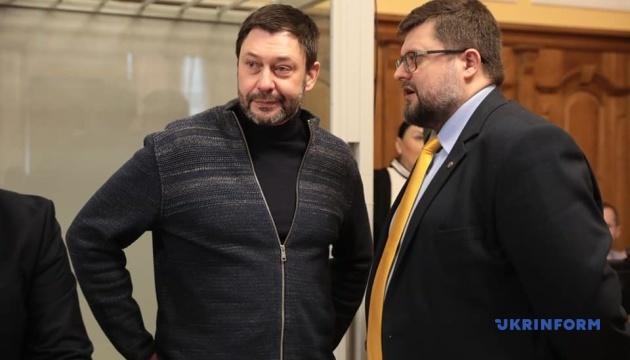 Вышинскому позволили в суде сидеть с адвокатами