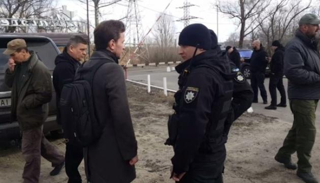 Охоронці Медведчука чотири години тримали журналістів у лісі
