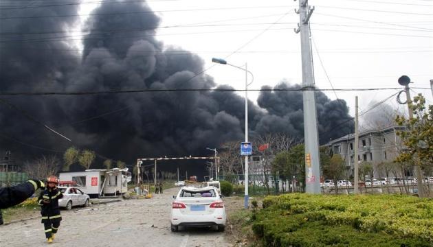 На химзаводе в Китае произошел мощный взрыв