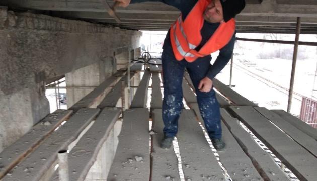 Киянам показали, як ремонтують міст метро через Русанівську протоку
