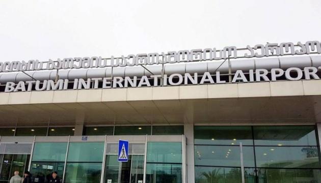 В аеропортах Батумі і Тбілісі змінили правопис українських міст
