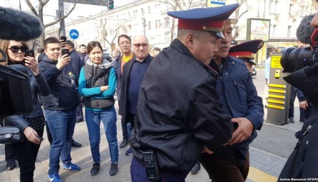 У Казахстані тривають арешти, серед затриманих — журналісти