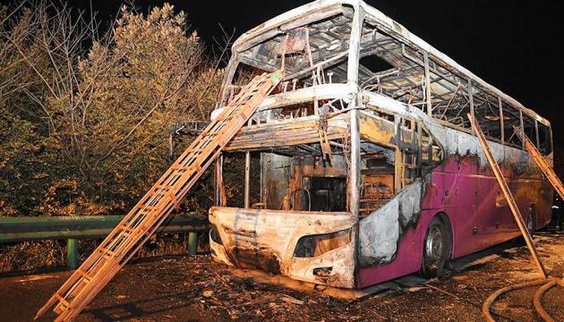 У Китаї загорівся туристичний автобус, 26 загиблих