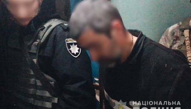 На Херсонщині затримали чоловіка, який погрожував підірвати квартиру