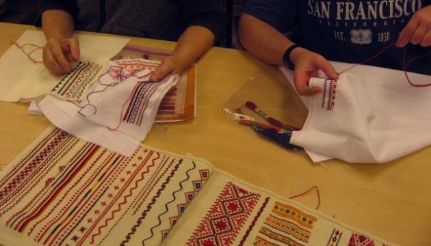 У Нью-Йорку відкрилися курси з української вишивки