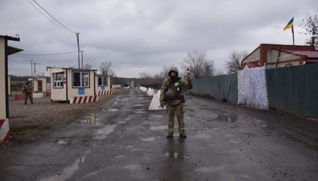 Прикордонники розповіли про перший день роботи КПВВ