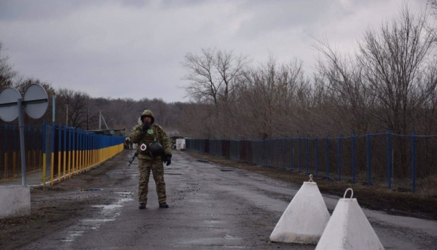 Пункти пропуску на Донбасі перейшли на зимовий графік роботи