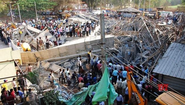 Кількість загиблих від обвалу торговельного центру в Індії зросла до 16