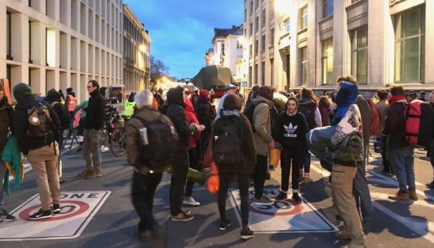 Кліматичні протести: у Брюсселі активістам не дозволили намети та спальники