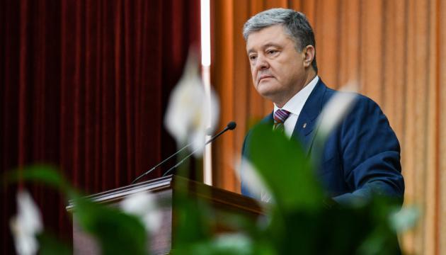 Порошенко назвав масові обшуки у кримських татар акцією залякування