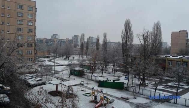 В Киеве выпал весенний снег