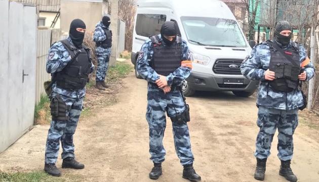 После обысков в Крыму 12 человек увезли в ФСБ - журналист
