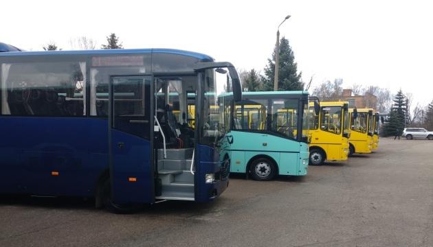 Чернігівський завод випустив автобус із сонячною батареєю на даху