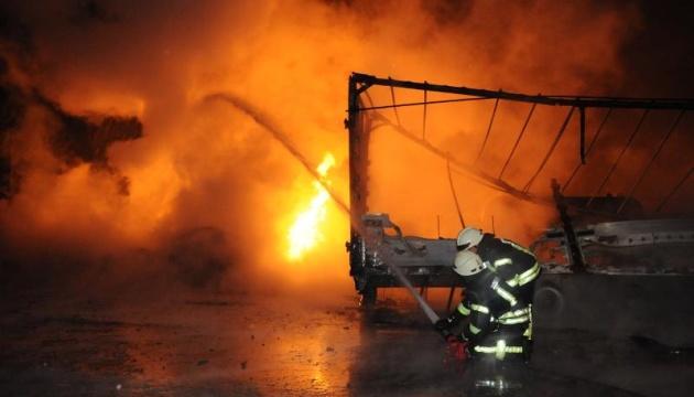 Рятувальники ліквідували велику пожежу на АЗС в Кропивницькому
