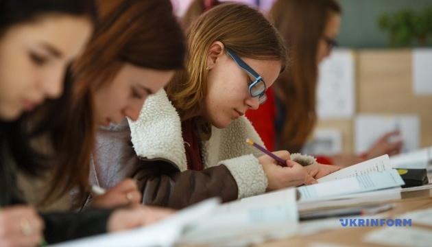 Випускникам шкіл з угорської громади цьогоріч знизять пропускний поріг ЗНО