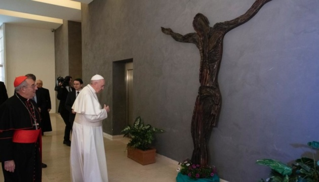 Папі Римському подарували скульптуру в подяку за допомогу українцям