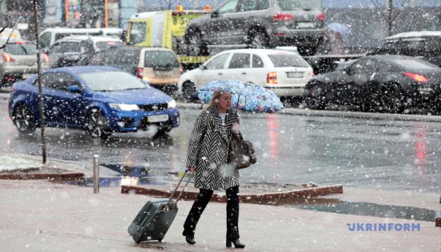 Весняний сніг, довжелезні бюлетені та підготовка до балу