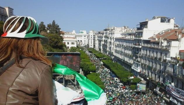 Протести в Алжирі: поліція застосувала сльозогінний газ і водяні гармати