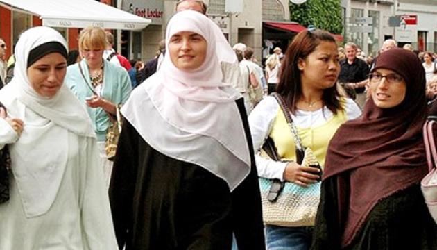 Без хіджаба та тюрбана: у Квебеку чиновникам хочуть заборонити релігійний одяг