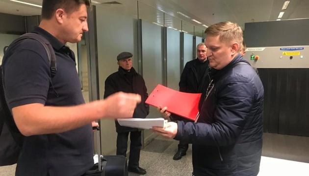 Голові Держрезерву в аеропорту вручили обвинувальний акт