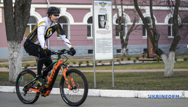 Вибори Президента: Кличко приїхав голосувати на велосипеді