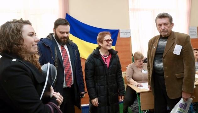 Йованович прийшла на виборчу дільницю в Києві