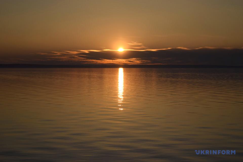 Захід сонця на Київському морі / Фото: Юлія Овсяннікова, Укрінформ