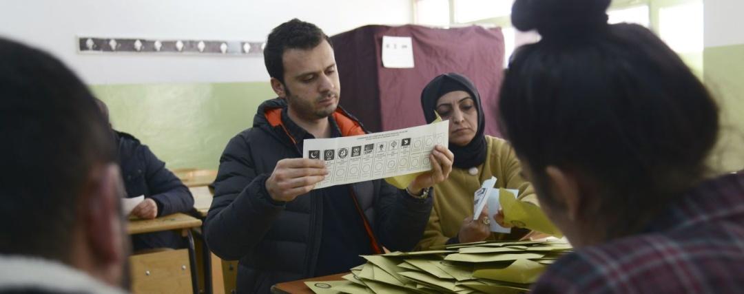 Фото: Associated Press Більше читайте тут: https://tsn.ua/svit/u-turechchini-v-nedilyu-vidbulisya-miscevi-vibori-poperedu-pravlyacha-partiya-erdogana-1321320.html