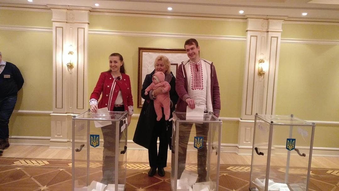Українці голосують у Канаді