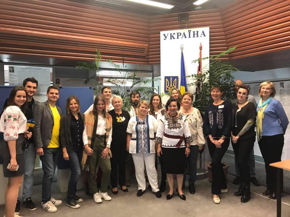 Українці голосують в Австралії