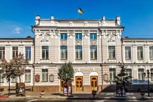Пять премьер: коммунальные театры Киева выходят из карантина