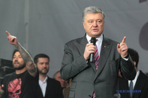 Poroschenko: Dem Land droht Staatsbankrott, wenn Kolomojskyj PrivatBank zurückbekommt