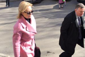 Denisowa i krewni aresztowanych marynarzy przybyli do Lefortovskiego sądu (Zdjęcia)
