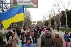 東部クラマトルシク市で、ウクライナ統一支持行進が開催
