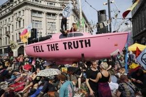 """У Британії продовжуються """"екологічні протести"""" - щонайменше 428 затриманих"""