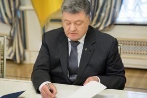 President Poroshenko awards 41 Ukrainian servicepersons
