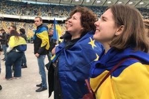 """Украина накануне дня тишины: """"на нервах"""" и в обычных хлопотах"""