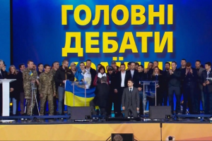 Zelensky, Poroshenko get on their knees during presidential debate