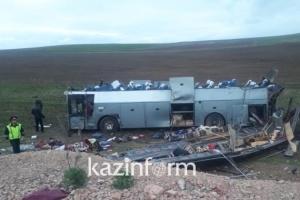 В результате ДТП в Казахстане опрокинулся автобус, погибли 11 человек
