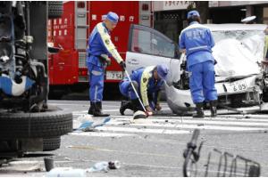 В Токио автомобиль врезался в толпу: есть погибшие и раненые