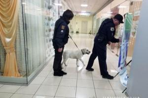 Из двух торговых центров в Одессе саперы эвакуировали более тысячи человек