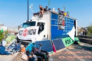 """В Лондоне задержали уже более 700 """"климатических"""" активистов"""