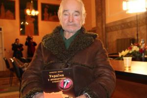 Диссидента Валентина Мороза похоронили на Лычаковском кладбище во Львове